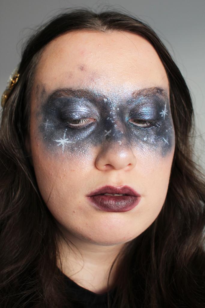 Helppo Halloween-meikki: avaruuspisamat