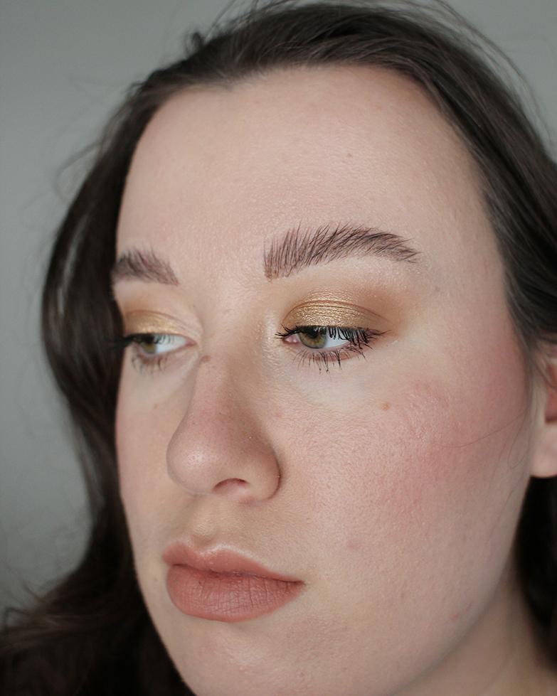 Saippuakulmat eli soap brows: koko kuva